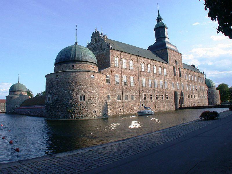 Sommarresan i Sverige 30 juli – 1 augusti 2020. På grund av coronavirusets framfart har Skäret, Läckö och Vadstena ställt in sina planerade produktioner. Det innebär att resan är inställd.